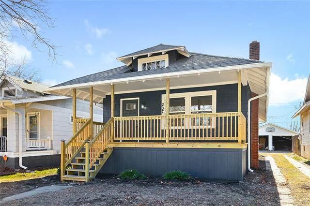 207 W 73rd Terrace, Kansas City, MO 64114 (#2302180) :: Ask Cathy Marketing Group, LLC