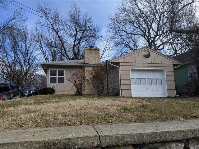 1413 S Sterling Avenue, Independence, MO 64052 (#2302213) :: Audra Heller and Associates