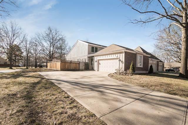 2101 Condolea Circle, Leawood, KS 66209 (#2302240) :: Austin Home Team