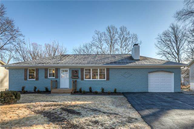 8921 Park Street, Lenexa, KS 66215 (#2302249) :: Team Real Estate