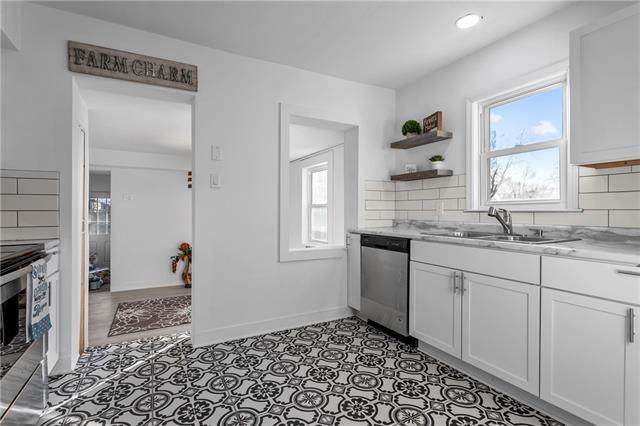 117 E Brown Street, Liberty, MO 64068 (#2302329) :: Team Real Estate