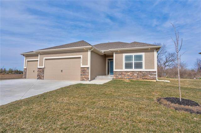 22903 S Creekview Drive, Peculiar, MO 64078 (#2302397) :: Ask Cathy Marketing Group, LLC
