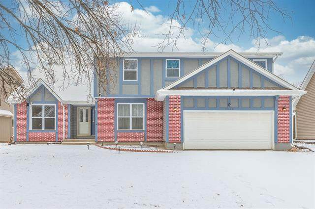 15706 W 92nd Terrace, Lenexa, KS 66219 (#2302472) :: The Shannon Lyon Group - ReeceNichols