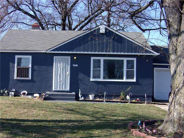 7052 Bales Avenue, Kansas City, MO 64132 (#2302545) :: Beginnings KC Team