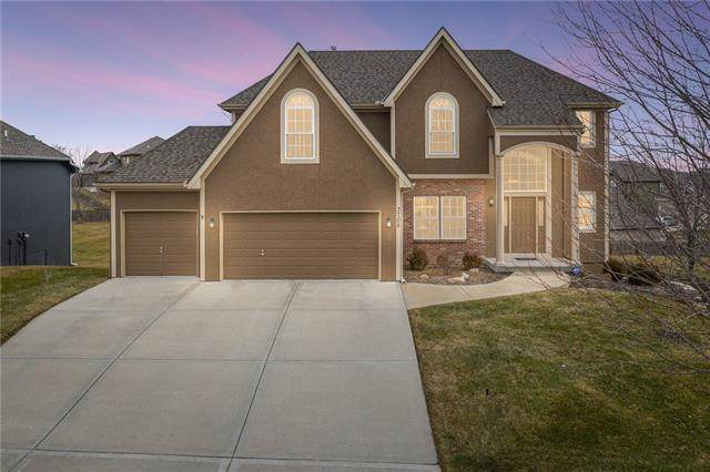 3708 NE 95th Street, Kansas City, MO 64156 (#2303070) :: The Shannon Lyon Group - ReeceNichols