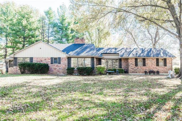 303 Cummings Drive, Gower, MO 64454 (#2303111) :: Edie Waters Network