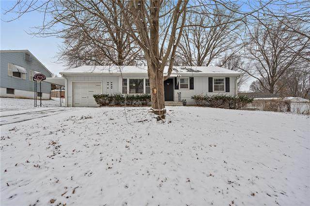 12707 E 33rd Street, Independence, MO 64055 (#2303147) :: Beginnings KC Team