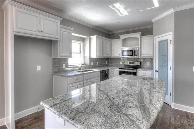 9412 NE 98th Street, Kansas City, MO 64157 (#2303176) :: Dani Beyer Real Estate