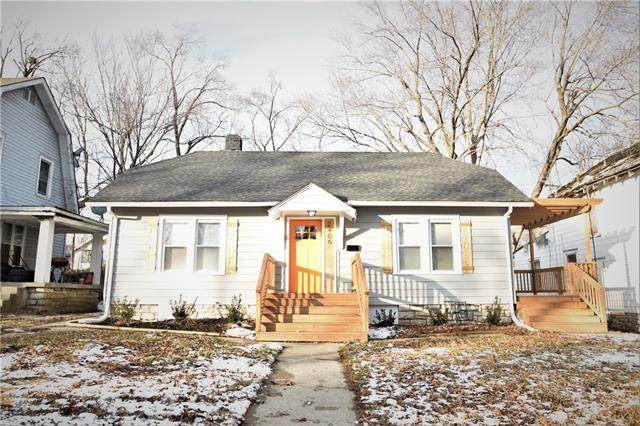 2406 E 69th Terrace, Kansas City, MO 64132 (#2303226) :: Team Real Estate