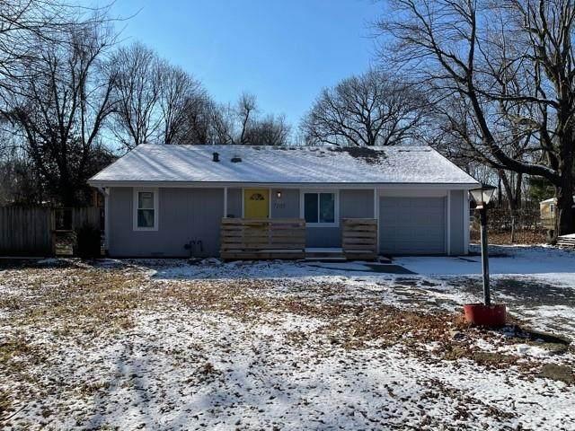 7105 E 104TH Street, Kansas City, MO 64134 (#2303255) :: Team Real Estate