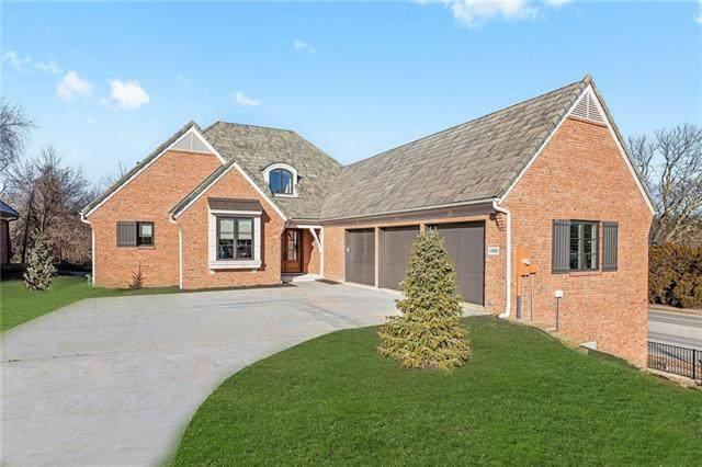 1900 W 114 Street, Leawood, KS 66211 (#2303266) :: Five-Star Homes