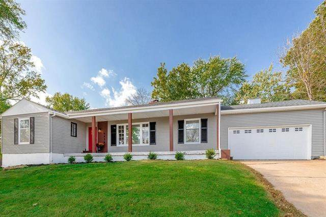 6438 Rockhill Road, Kansas City, MO 64131 (#2303942) :: Austin Home Team