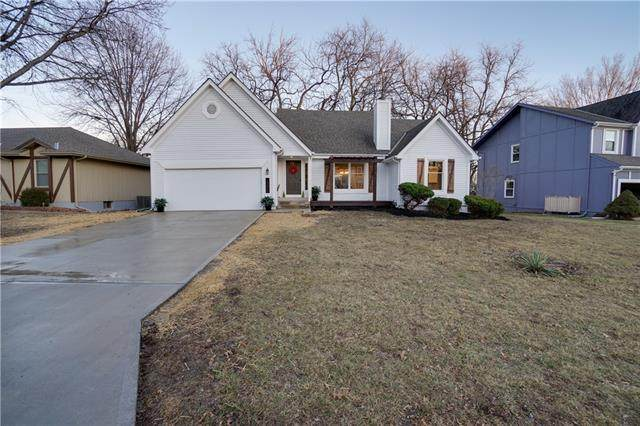 15213 Horton Street, Overland Park, KS 66223 (#2304052) :: The Kedish Group at Keller Williams Realty
