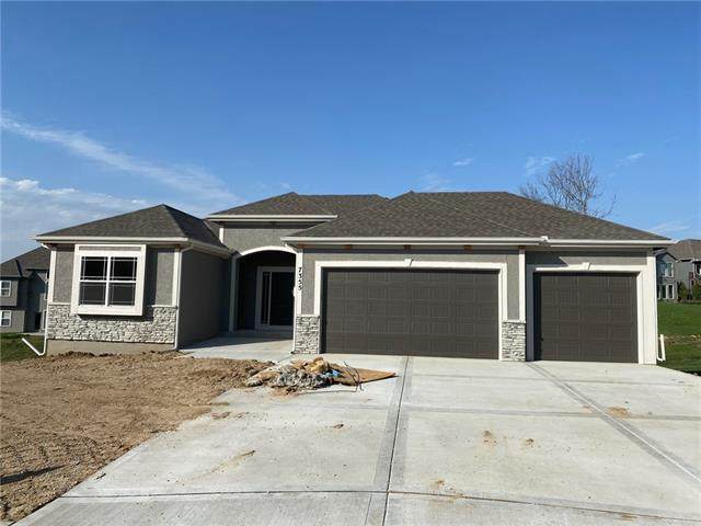 7170 NW Clore Drive, Parkville, MO 64152 (MLS #2304259) :: Stone & Story Real Estate Group