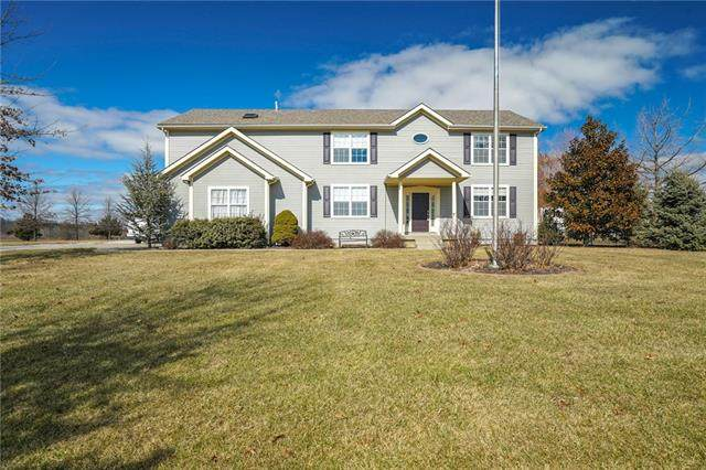 30406 Crystal Aire Drive, Grain Valley, MO 64029 (#2304327) :: Edie Waters Network