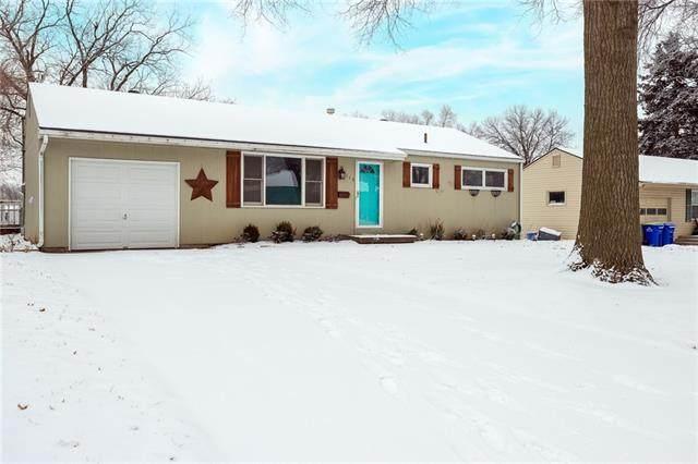6115 Earnshaw Street, Shawnee, KS 66216 (#2304823) :: Eric Craig Real Estate Team
