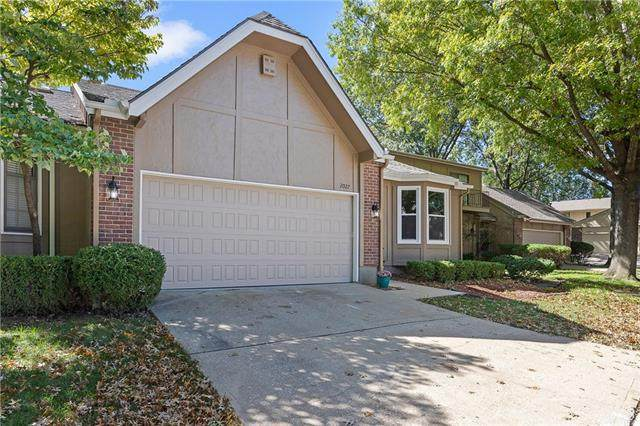 2027 Condolea Drive, Leawood, KS 66209 (#2305021) :: The Kedish Group at Keller Williams Realty