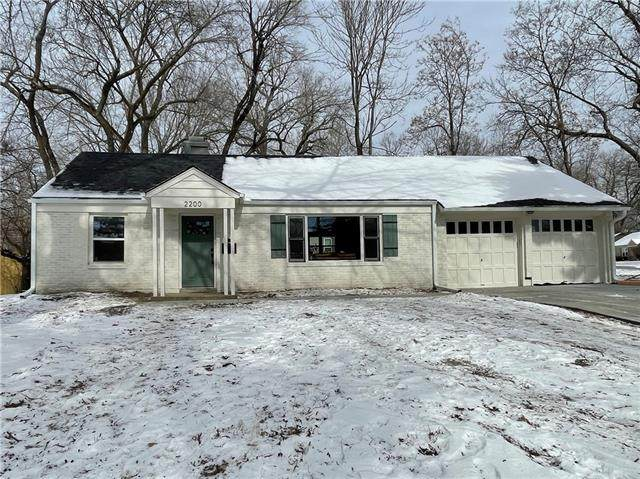 2200 W 76th Street, Prairie Village, KS 66208 (#2305093) :: Eric Craig Real Estate Team