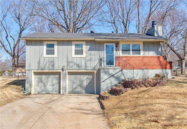 1512 SE Abbey Street, Blue Springs, MO 64014 (#2305462) :: The Rucker Group