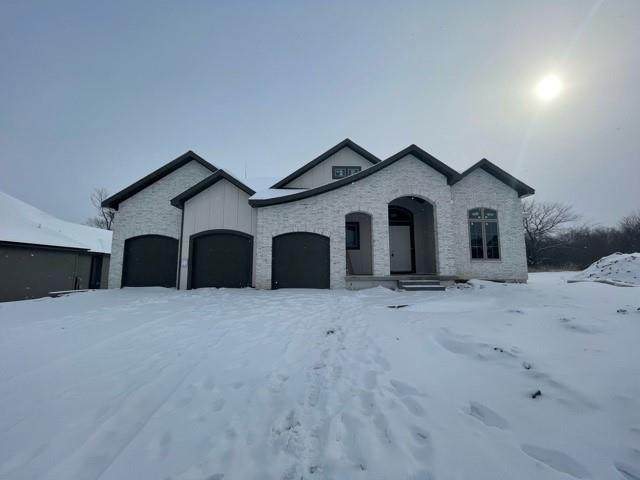 2029 NE Bluestone Drive, Lee's Summit, MO 64064 (MLS #2305738) :: Stone & Story Real Estate Group