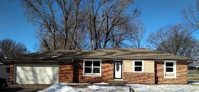 1002 S Doyle Street, Louisburg, KS 66053 (#2306073) :: Edie Waters Network