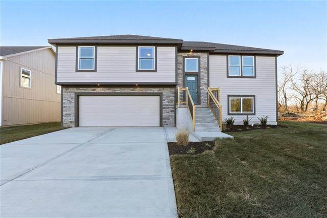 710 Hidden Meadows Drive, Paola, KS 66071 (MLS #2306336) :: Stone & Story Real Estate Group