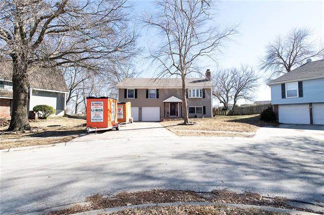 2413 W Post Oak Road, Olathe, KS 66061 (#2306427) :: The Kedish Group at Keller Williams Realty