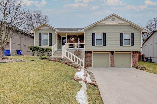 1208 SW Southgate Drive, Blue Springs, MO 64015 (#2306456) :: The Shannon Lyon Group - ReeceNichols