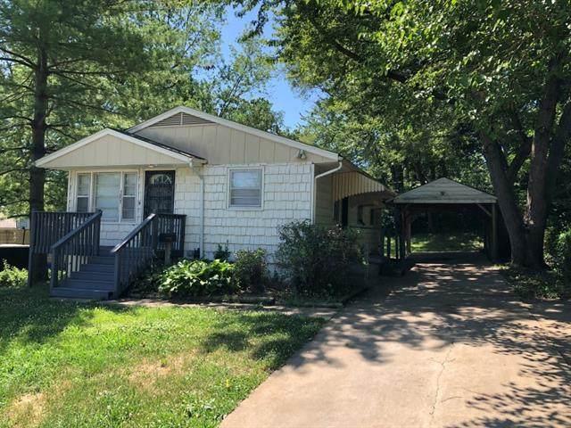 7807 E 48th Street, Kansas City, MO 64129 (#2306533) :: Edie Waters Network