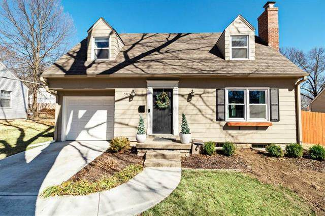 5715 Ash Drive, Roeland Park, KS 66205 (#2306656) :: Beginnings KC Team