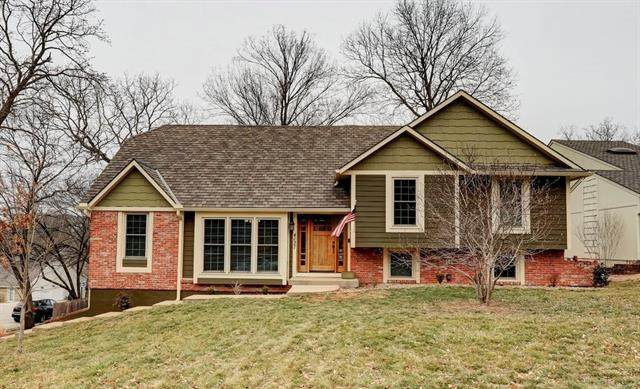 4027 NE Woodridge Drive, Lee's Summit, MO 64064 (#2306763) :: The Shannon Lyon Group - ReeceNichols