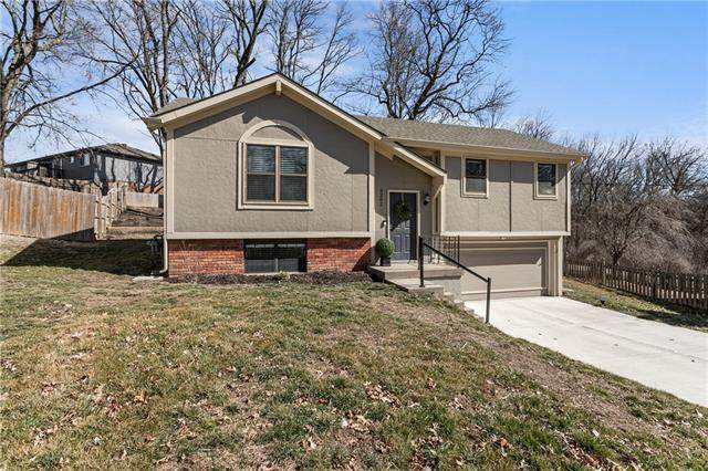 9202 NW 59th Terrace, Parkville, MO 64152 (#2307312) :: The Rucker Group