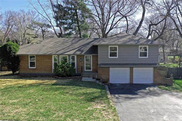 8009 Roe Avenue, Prairie Village, KS 66208 (#2307356) :: Beginnings KC Team