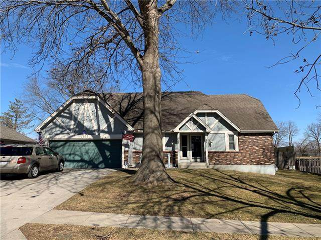 13000 E. 57th Street, Kansas City, MO 64133 (#2307427) :: The Rucker Group