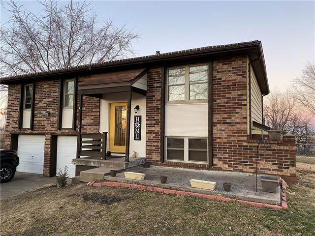 1304 Golfview Circle, Grain Valley, MO 64029 (#2307474) :: House of Couse Group