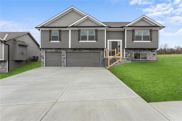 508 SW Hillside Drive, Grain Valley, MO 64029 (#2307481) :: The Gunselman Team