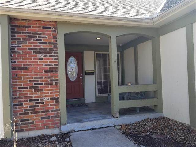 10019 Knox Drive, Overland Park, KS 66212 (#2307497) :: House of Couse Group