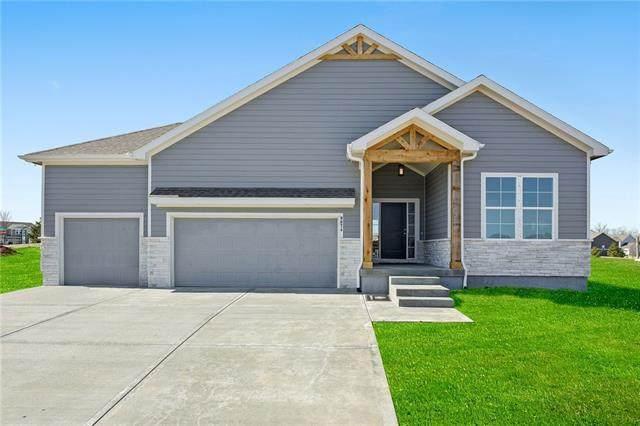 4626 SW Robinson Drive, Lee's Summit, MO 64083 (#2307585) :: Dani Beyer Real Estate