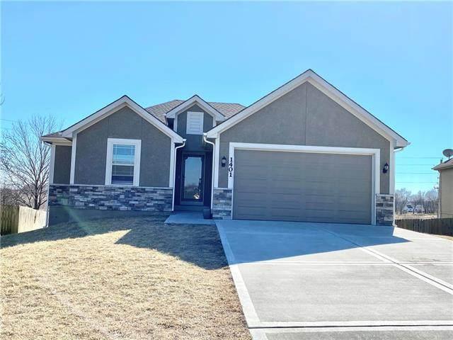 1401 NE 196th Street, Smithville, MO 64089 (#2307633) :: Five-Star Homes