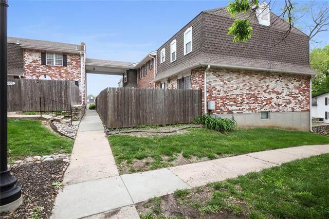 8560 W 85th Street, Overland Park, KS 66212 (#2307651) :: Ron Henderson & Associates