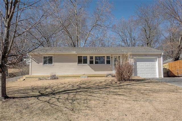 6108 N Flora Avenue, Gladstone, MO 64118 (#2307760) :: The Rucker Group