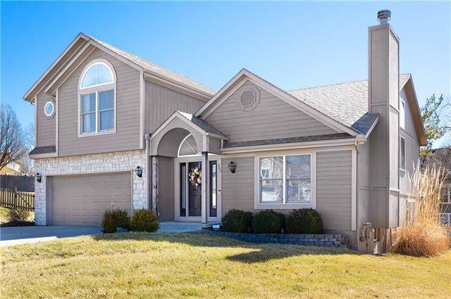 222 NE Paseo Place, Blue Springs, MO 64014 (#2307821) :: The Rucker Group