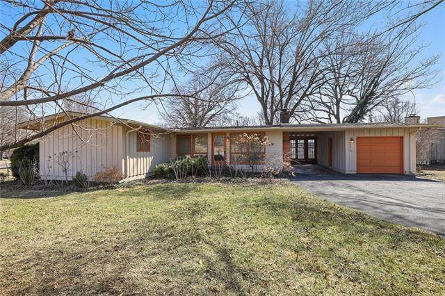 7901 Canterbury Street, Prairie Village, KS 66208 (#2307839) :: The Rucker Group