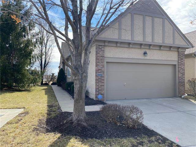 6413 W 145 Street, Overland Park, KS 66223 (#2307851) :: Five-Star Homes