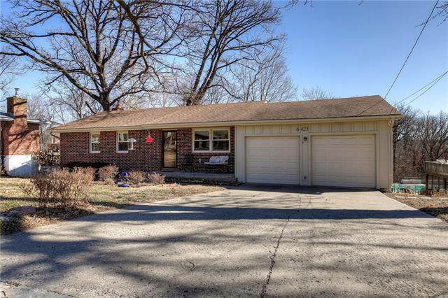 6423 Rock Garden Road, Parkville, MO 64152 (#2308029) :: The Rucker Group