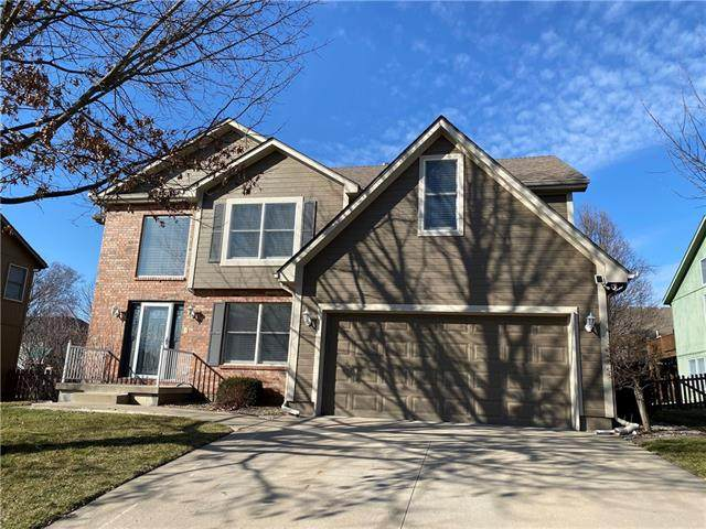 217 NE Paseo Place, Blue Springs, MO 64014 (#2308049) :: The Rucker Group