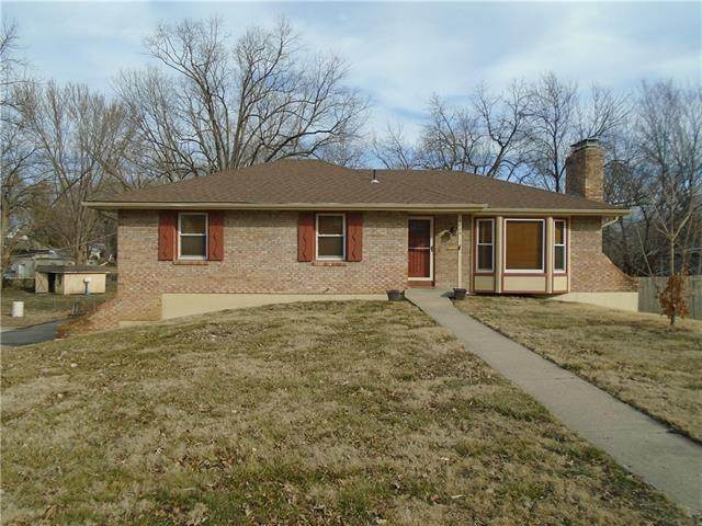 9824 E Linwood Boulevard, Independence, MO 64052 (#2308060) :: Five-Star Homes