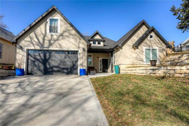 6038 Gladstone Boulevard, Kansas City, MO 64123 (#2308175) :: Five-Star Homes