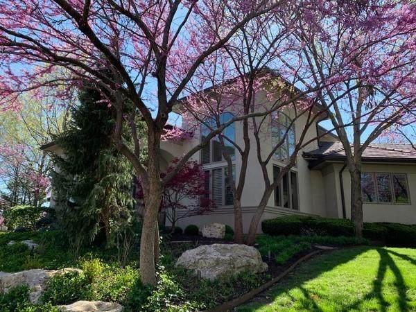 11704 Mohawk Lane, Leawood, KS 66211 (#2308378) :: Ron Henderson & Associates