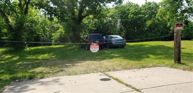 9700 Hillcrest Road, Kansas City, MO 64137 (#2308558) :: Five-Star Homes
